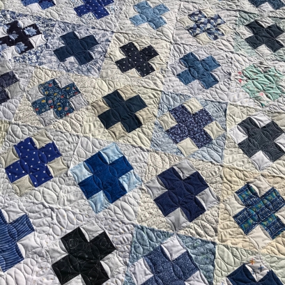 Custom quilting on a Blue Blocks quilt for Crafty Cop charity quilt