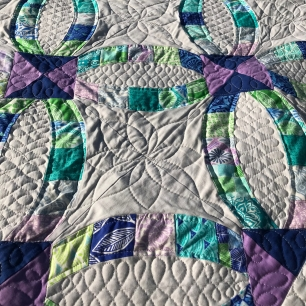 Metro Rings Quilt with Custom medallion and scroll quilting